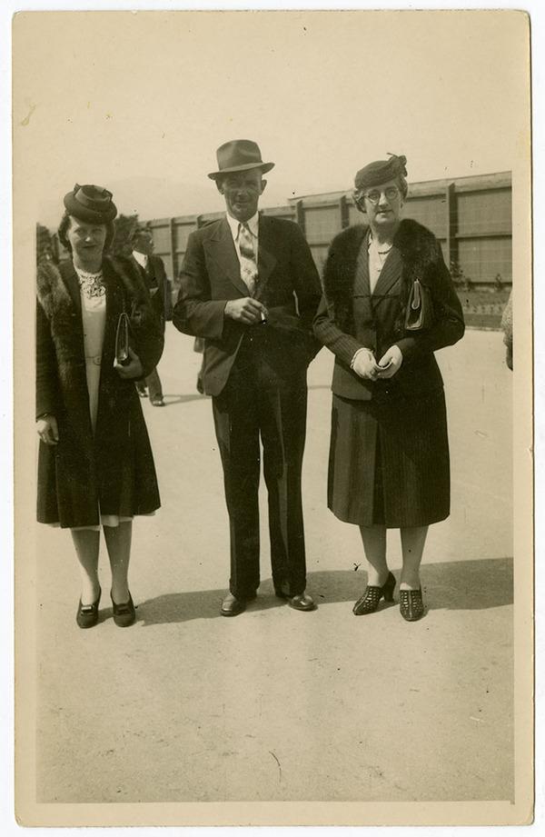 The Macaulay family at Christchurch races [1924], Kete Christchurch PH14-068.jpg