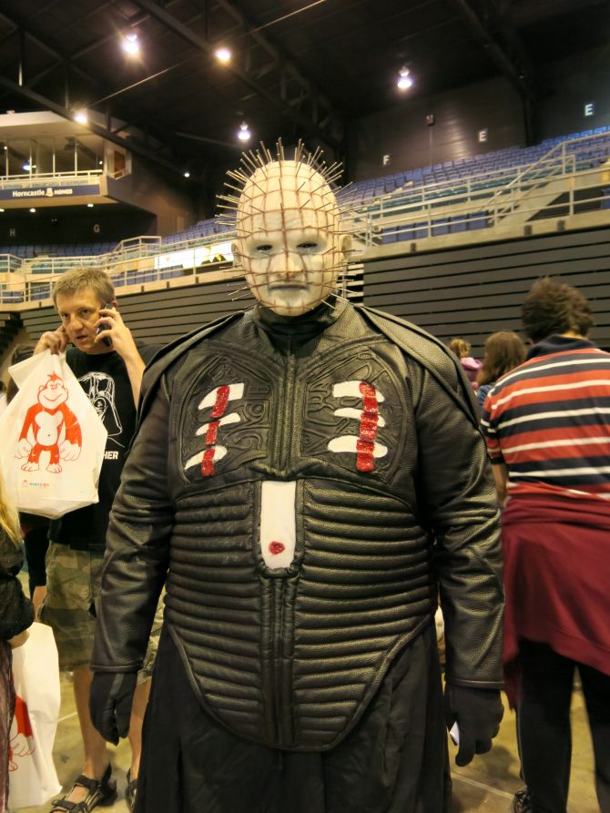 Pinhead cosplayer